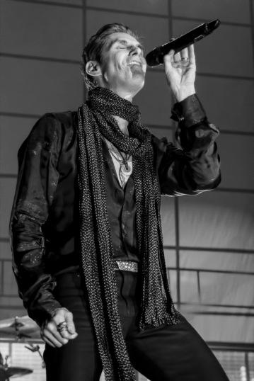 Jane's Addiction-Phoenix, AZ-2015-10-29 Perry Farrell-086-2